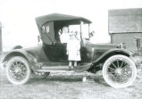 Children posing with a 1912 Dodge automobile